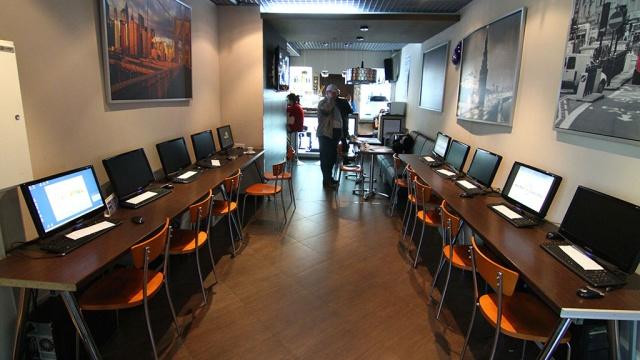 Internet cafe1