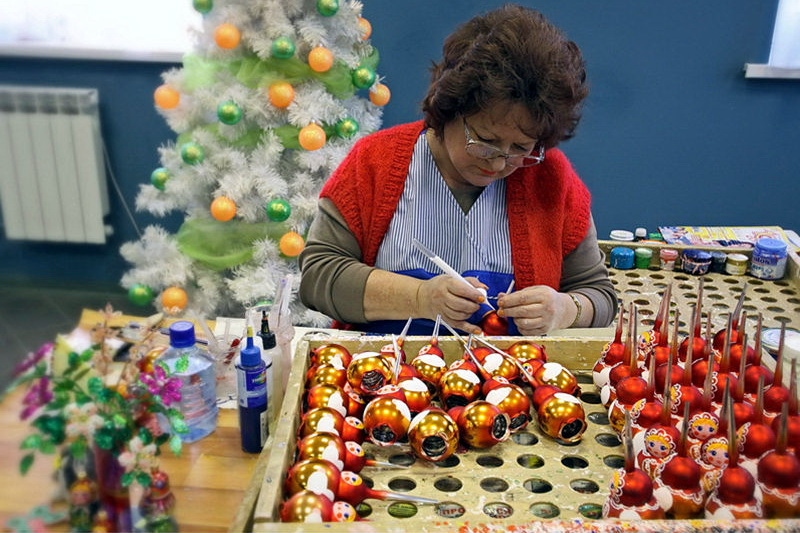 The production of Christmas decorations1